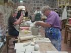 Keramikas darbnīcā katru dienu var nākt un veidot pēc sirds patikas 5