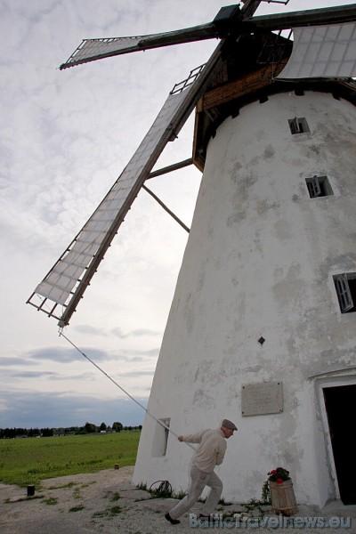 Melderis interesentiem arī parādīs kā noķert vēju, kas griež dzirnavu zobainos riteņus 47148