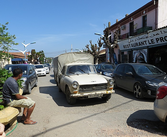 Uz senās pilsētas ceļiem var redzēt arī pavisam senus auto 93336