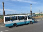 Starp Alžīrijas pilsētām ērti var pārvietoties, izmantojot autobusus. Degvielas cenas ir pietiekoši zemas (benzīns ~20.sant./l; dīzelis ~8 sant./l), l 52