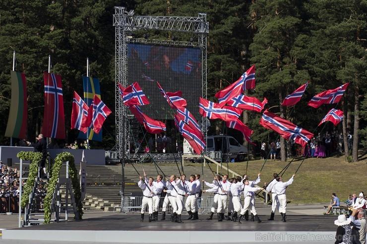 Ziemeļu un Baltijas valstu kori pieskandina Mežaparku 152821