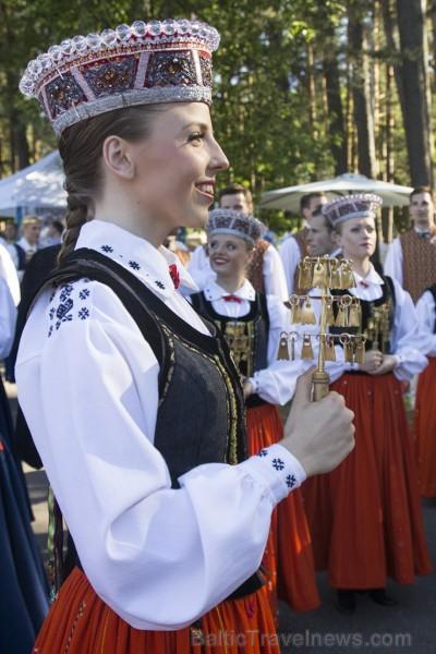 Ziemeļu un Baltijas valstu kori pieskandina Mežaparku 152831