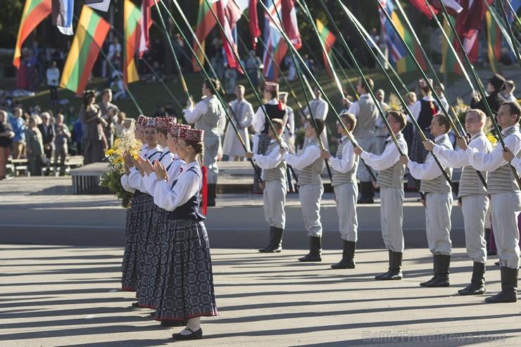 Ziemeļu un Baltijas valstu kori pieskandina Mežaparku 152849